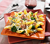 Penne with broccolis, tuna and grated Cantal