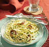 Spaghettis with anchovies and three herbs