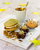 Café gourmand :chocolate-white grape bites, macaron d'Amiens and green tea whoopie