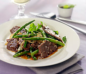 Beef wok with green beans and onions