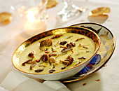 Cream of saffron soup with Saint George's mushrooms