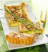 Blätterteigtarte mit Frischkäse, Kräutern und Schinken