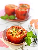 Gefüllte rote Paprika mit Mozzarella und Mandeln