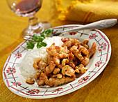 Hühnerbruststreifen mit Cashewkernen und Basmatireis