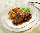 Sliced Filet Mignon Caramelized With Honey And Spices,Spaghettis With Soya Sauce And 4 Spices
