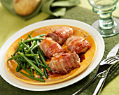 Rolled filet mignon wrapped in bacon, green beans