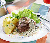 Steak in creamy green pepper sauce