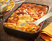Mexikanische Geflügel-Lasagne mit Mais und Tomaten