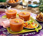 Gazpacho (kalte Tomaten-Gurken-Suppe, Spanien)