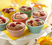 Lemon-raspberry moist cakes