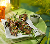 Lamb and vegetable brochettes with mint and parsley sauce