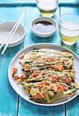 Koreanische Pfannkuchen mit Garnelen und Gemüse