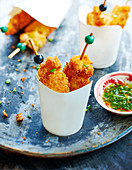 Crisp salmon brochettes with spring onions