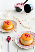 Small semolina puddings with caramel and raspberries