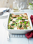 Pasta gratin with green asparagus, mozzarella, turkey and mint