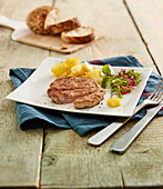 Kalbfleisch mit Cidre und Bratkartoffeln