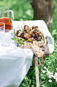 Pork and fig brochettes outdoors