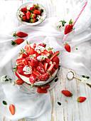 Sponge Cake mit Erdbeeren und Schlagsahne
