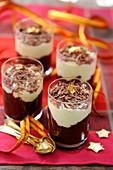 Schokoladen-Birnen-Dessert in Gläschen