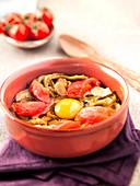 Choutchouka (Fleisch-Gemüse-Eintopf aus Algerien) mit Ei