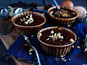 Chocolate and crunchy peanut fondant