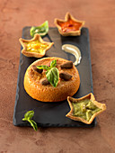 Pepper Délice and three-colored pepper puree tartlets and almond cream