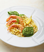 Spaghettis with lemon,shrimp and garlic