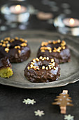 Pistachio and chocolate crown biscuits