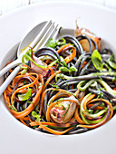 Mixed squid ink and vegetable spaghettis with garlic and basil