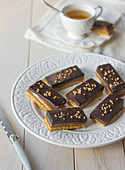 Toffee-chocolate shortbread bars