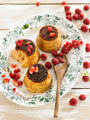 Flan-style puddings with fresh raspberries