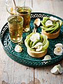 Pistachio cream and kiwi flower tartlets