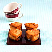 Small almond-prune cakes