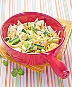 Macaronis with chicken and courgettes with curry sauce