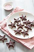 Weihnachtsplätzchen aus Einkornmehl mit Schokoladenglasur