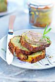 Kräuter-Trauben-Brioche mit Foie Gras
