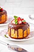 Small Vanilla,Chocolat And Strawberry Cake