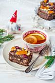 Weihnachtlicher Apfel-Mohnkuchen mit Trockenfrüchten zum Tee