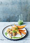 Putenbrust mit Mandelkruste und Karotten