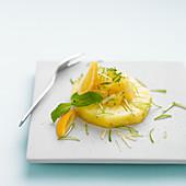 Ananasscheibe mit Limette und Ingwer