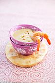 Linsen-Kokos-Suppe mit Langustenschwänzen
