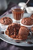 Schokoladenmuffins mit flüssigem Toffee-Kern