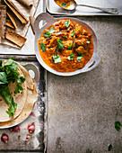 Lamm Rogan Josh (Lammcurry, Indien) mit Minze