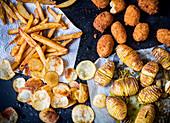 Kartoffeln viermal anders: Pommes, Kroketten, Chips und Hasselback