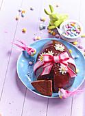 Österlicher Schokoladenkuchen in Eiform