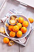 Mandarinen, ganz und geschält
