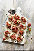 Süsse Bruschetta mit Erdbeeren, Mozzarella und Balsamicoessig
