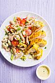 Hähnchenschnitzel mit Curry dazu Pastasalat mit Radieschen und Tomaten