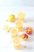 Pfirsich-Zitronen-Saft