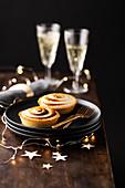 Zitronentarteletts mit Baiser zu Weihnachten